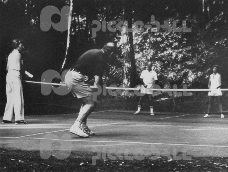 Bainbridge Island Pickleball in 1970s with the McCallums and the Wellers.